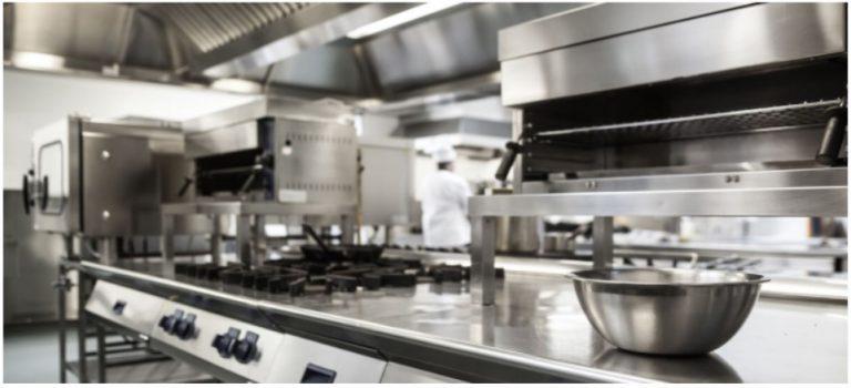 La importancia de la mantención y limpieza de cocinas industriales (artefactos a gas, campanas, filtros y ductos)